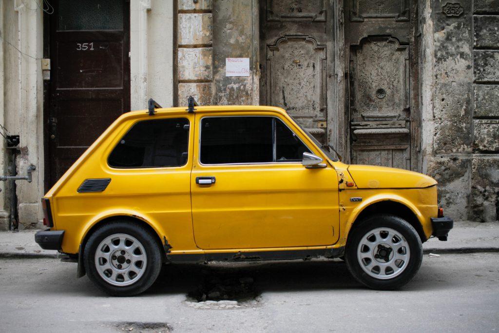 Samochód Maluch Fiat 126p